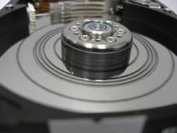 DATALABS лаборатория восстановления данных: поврежденная поверхность магнитного диска